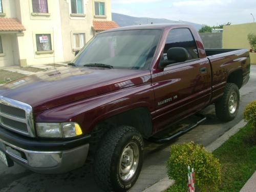 Pick up ram 4x4 modelo 2000 equipada