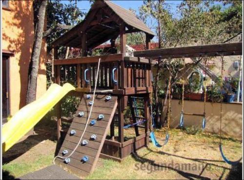 Juegos nios jardin awesome juegos para nios jardin de - Columpios de madera para jardin ...