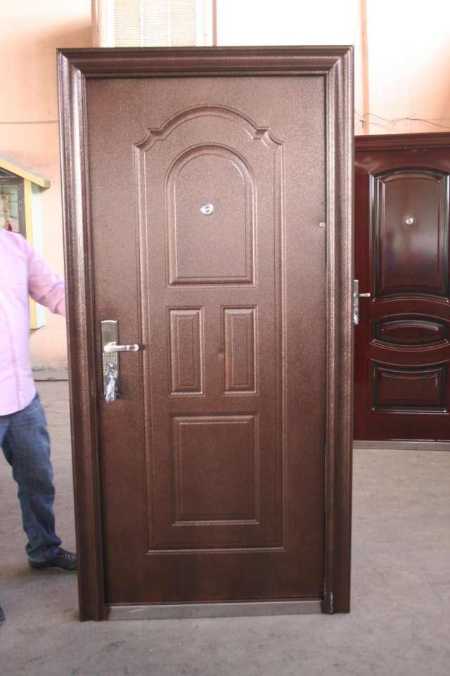 Fotos de puertas seguridaden elegante acabado madera en - Imagenes de puertas de madera ...