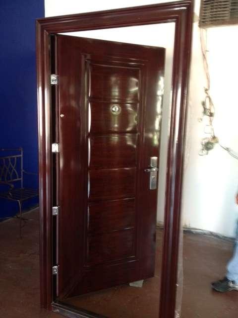 Fotos puertas principales com portal pelautscom picture for Puertas principales de madera
