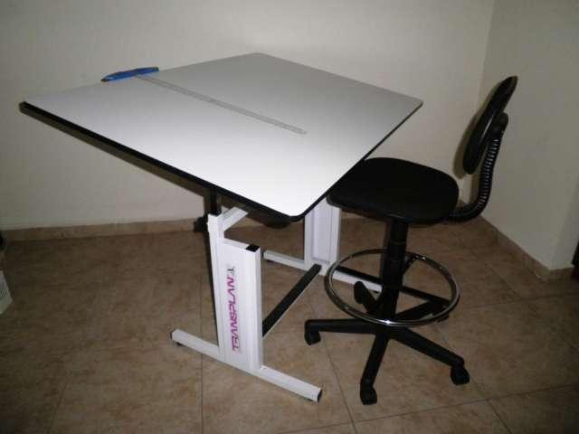 Restirador profesional transplan de 80x120 cm., y silla neumática de la más alta calidad para arquitectura y diseño