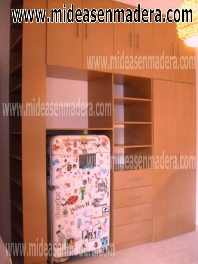 Closets y vestidores de lujo closets de madera closets for Closet en madera