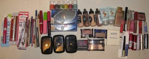 Lote de 53 piezas de cosmeticos de las mejores marcas, recibes lo de la foto