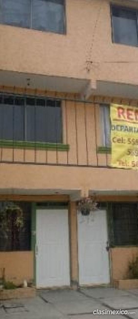 Alquilo casa de tres niveles el precio mas bajo.