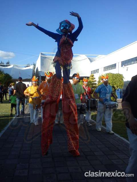 Desfiles o ferias en ciudad de méxico: show de zanqueros
