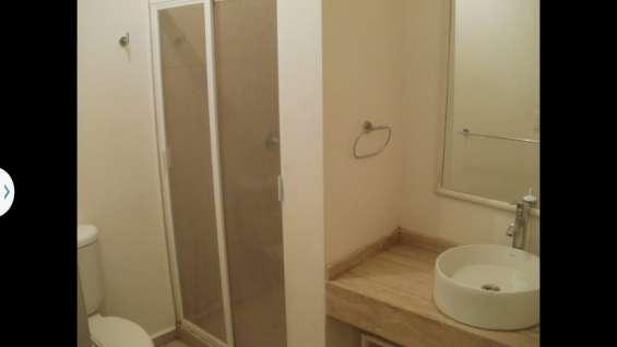 Con baño moderno