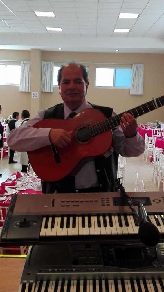 Amenizo su evento con voz, guitarra y teclado