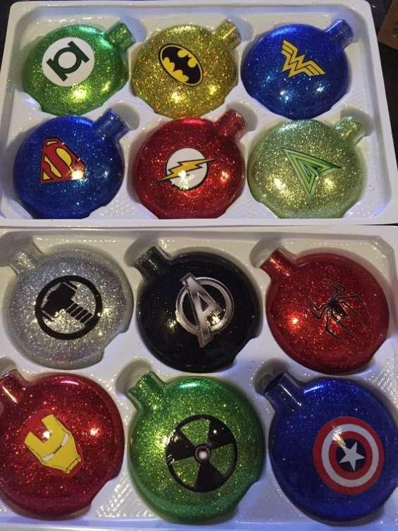Etiqueta cajas de esferas navideñas