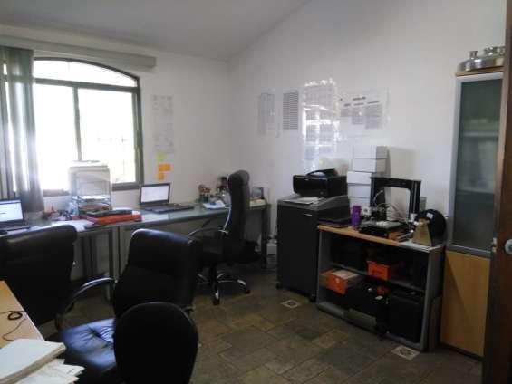 Fotos de Amplia oficina con closet en galerías 5