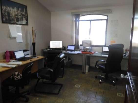 Fotos de Amplia oficina con closet en galerías 7
