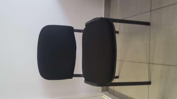 Sillas fijas de color negro