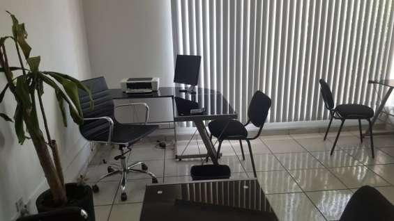 Amplia oficina en guadalupe cuenta con baño privado muebles y servicios