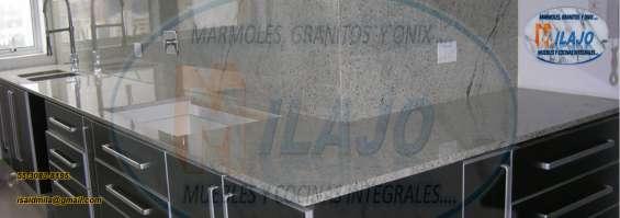 Lujosa cubierta para tu cocina en granito natural gris claro